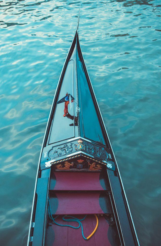 gondola-in-venice-italy-8LZZVM3
